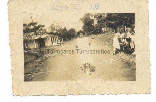 Rosa-Aguero-Frente-a-la-Escuela-001-1024x667